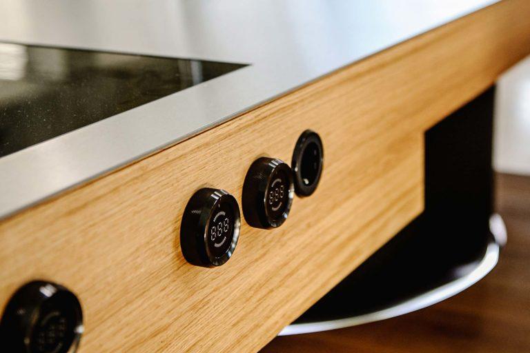 TechnotransMotion 4-Säulen-Hebesystem verbaut in Küchenzeile (Foto © Oliver Vogel)